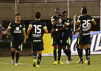 ENVIGADO -COLOMBIA-24-07-2015. Jugadores de La Equidad celebran un autogol de Envigado FC durante partido por la fecha 3 de la Liga Águila II 2015 realizado en el Polideportivo Sur de la ciudad de Envigado./ Players of La Equidad celebrate an autogoal scored by Envigado FC during match for the third date of the Aguila League II 2015 at Polideportivo Sur in Envigado city.  Photo: VizzorImage/León Monsalve/STR