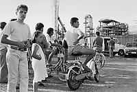 - 18 luglio 1988: alle 6,15, nell'industria chimica Farmoplant, della Montedison, a Massa Carrara, scoppia una cisterna di 40 metri cubi contenente Rogor (un pesticida altamente tossico). Si sviluppa un incendio, e una nube nera si alza in cielo. Circa cinquantamila persone scappano terrorizzate. Per trenta ore non viene dato un allarme ufficiale e la popolazione non viene informata della gravità dell'incidente, ma sono150 gli intossicati, solo il primo giorno. Un odore acre, nauseabondo, causato dal pesticida bruciato, si diffonde ovunque. Nel torrente Lavello i pesci muoiono, viene proclamato il divieto di balneazione. La Farmoplant era una ditta già da tempo contestata ed era già stata causa di gravi problemi ambientali<br /> <br /> - 18 July 1988: at 6,15, in the chemical industry Farmoplant, of the Montedison, in Massa Carrara, a tank containing 40 cubic meters of Rogor (a highly toxic pesticide) explode. A fire is developed, and a black cloud is raised in sky. Approximately fifty thousand persons escape terrorized. For thirty hours it does not come given an official alarm and the population does not come informed of the gravity of the incident, but are150 the poisoned ones, only the first day. An acrid, nauseous odor, caused from the pesticide burnt  is diffused everywhere. In the torrent Lavello the fish die, and comes proclaimed the prohibition of bathing in sea. The Farmoplant was one company already for a long time contested. and already it had been cause of serious environmental problems