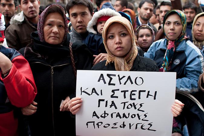 Afghanische Flüchtlinge demonstrieren für ihr Recht auf Asyl und Unterbringung