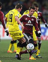 FUSSBALL   1. BUNDESLIGA  SAISON 2011/2012   20. Spieltag 1. FC Nuernberg - Borussia Dortmund         03.02.2012 Kevin Grosskreutz (li, Borussia Dortmund) gegen Tomas Pekhart (1 FC Nuernberg)
