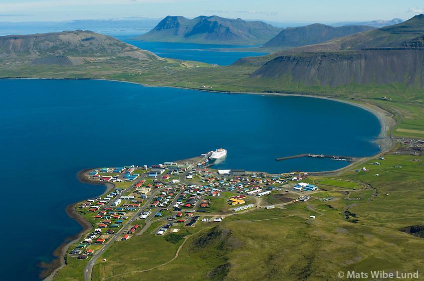 Grundarfjörður séð til norðausturs. Kolgrafarfjörður og Bjarnarhafnarfjall í bakgrunni / Grundarfjordur viewing northeast. Kolgrafarfjordur and mount Bjarnarhafnarfjall in background