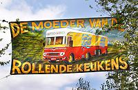 Amsterdam Westerpark. Foodfestival De Rollende keukens. Spandoek met de tekst: Cantina Mobile, De Moeder van de Rollende Keukens