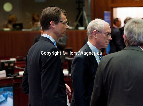 Brussels-Belgium - June 29, 2012 -- European Council, EU-summit meeting of Heads of State / Government; here, Uwe CORSEPIUS (le), Secretary-General of the EU-Council, is the man behind Herman Van ROMPUY (ri), President of the European Council -- Photo: © HorstWagner.eu