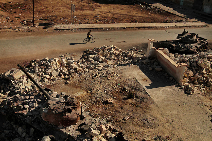 Destroyed tanks form the al-Assad regime line what is left of a mosque in the northern city of Az Az...© Javier Manzano