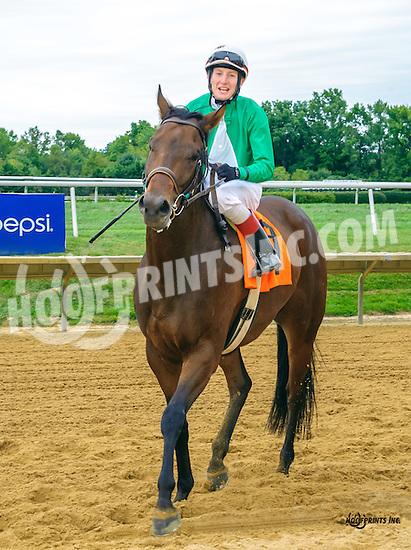 Happy Landing winning at Delaware Park on 9/26/16