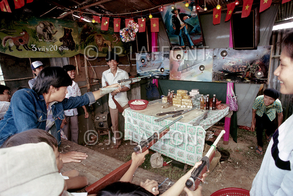 Hué, February 1988. A fair we can notice some shooting stand, the targets are American tanks and aircrafts.