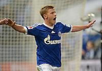 FUSSBALL   1. BUNDESLIGA   SAISON 2013/2014   8. SPIELTAG FC Schalke 04 - FC Augsburg                                05.10.2013 Max Meyer (FC Schalke 04) bejubelt seinen Treffer zum 4:1