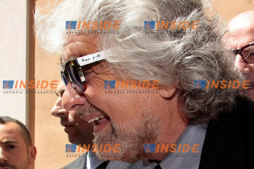 Beppe Grillo indossa un paio di occhiali auto griffati<br /> Beppe Grillo wears a pair of sunglasses signed by himself<br /> Roma 03-07-2014 Beppe Grillo arriva alla Camera dei Deputati<br /> Photo Samantha Zucchi Insidefoto