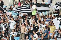 RIO DE JANEIRO; RJ; 01 DE AGOSTO 2013 -  Torcida do Botafogo durante a partida contra o Vitória pela décima rodada do Campeonato Brasileiro no Estádio do Maracanã nesta quinta-feira, 1º. (Foto. Néstor J. Beremblum / Brazil Photo Press).