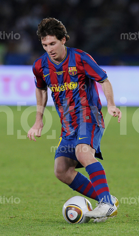 Fussball International  FIFA Club WM  UAE  2009     16.12.2009 Halbfinale CF Atlante - FC Barcelona Lionel MESSI (Barca) am Ball