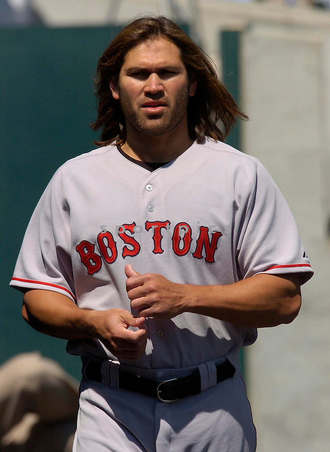 Johnny Damon of the Boston Red Sox in action against the Seattle Mariners...Red Sox win 2-1..Chris Bernacchi / SportPics
