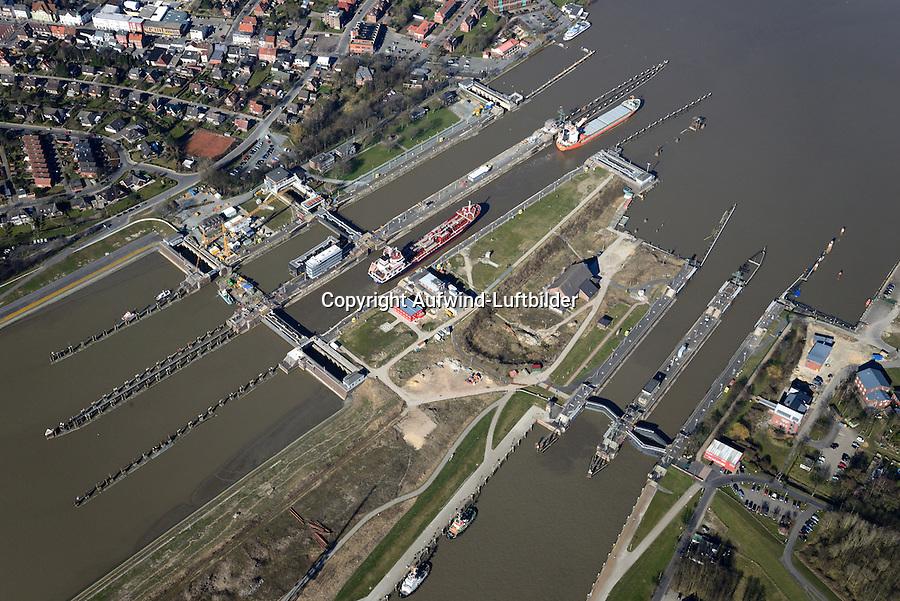Kanalschleuse Brunsbuettel: EUROPA, DEUTSCHLAND, SCHLESWIG- HOLSTEIN,  (GERMANY), 12.03.2014: Kanalschleuse Brunsbuettel, suedliches Ende des Nord-Ostsee-Kanal (NOK), internationaler Name Kiel-Canal, wurde zwischen 1887-1895 gebaut (Erweiterung 1907-14) und ist fast 100 km lang. Der NOK ist eine Bundeswasserstrasse und der meistbefahrene Kanal der Welt.