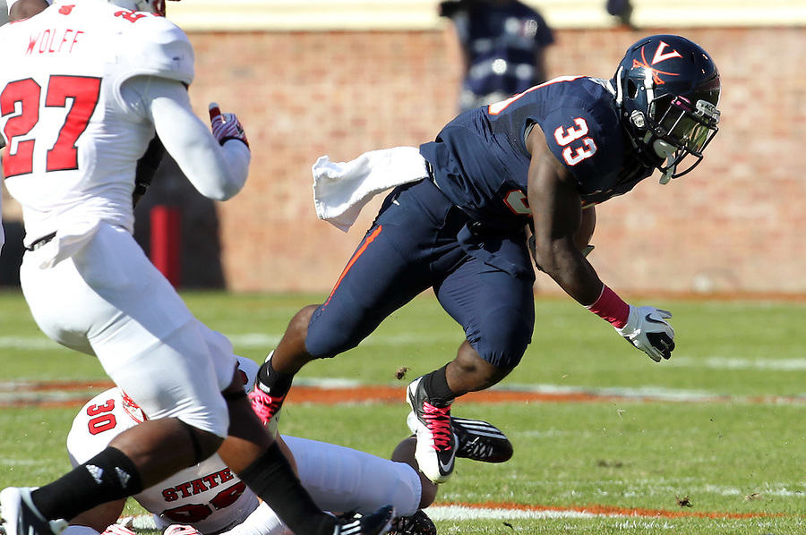 Oct. 22, 2011 - Charlottesville, Virginia - USA; Virginia Cavaliers running back Perry Jones (33) runs the ball during an NCAA football game against the North Carolina State Wolfpack at the Scott Stadium. NC State defeated Virginia 28-14. (Credit Image: © Andrew Shurtleff/