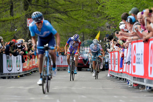 Richard Carapaz (ECU) Movistar Team, Thibaut Pinot (FRA) Groupama-FDJ and Miguel Angel Lopez (Col) Astana Pro Team approach the finish line of Stage 19 of the 2018 Giro d'Italia, running 185km from Venaria Reale to Bardonecchia featuring the Cima Coppi of this Giro, the highest climb on the Colle delle Finestre with its gravel roads, before finishing on the final climb of the Jafferau, Italy. 25th May 2018.<br /> Picture: LaPresse/Marco Alpozzi | Cyclefile<br /> <br /> <br /> All photos usage must carry mandatory copyright credit (© Cyclefile | LaPresse/Marco Alpozzi)