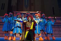 S&Atilde;O PAULO,SP, 09-09-2013, TEATRO BRADESCO -PASSAGEM DE CENA - SHREK<br /> <br /> O ator Felipe Tavolaro ( Lord Farquaad) na passagem de cena realizada durante a coletiva de imprensa no Teatro Bradesco em S&atilde;o Paulo, nesta segunda-feira dia 09 de setembro de 2013 (Foto: Flavio Hopp / Brazil Photo Press).