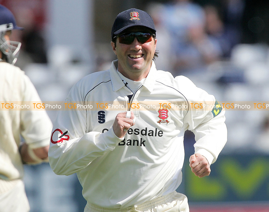 Ronnie Irani of Essex - Essex CCC vs Derbyshire CCC - LV County Championship at Ford County Ground, Chelmsford, Essex - 18/04/07 - MANDATORY CREDIT: Gavin Ellis/TGSPHOTO - IMAGES USED WILL BE INVOICED AT STANDARD RATES..