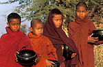 Asie, Birmanie (Myanmar), moines novices//Asia, Burma (Myanmar), novices monks