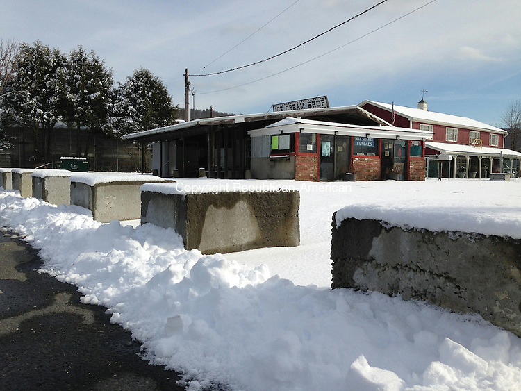 WOODBURY, CT - 10 Feb 2014 - 021014RH01 - The town's zoning enforcement officer has sent a notice of possible violation to the owner of Dairy De-Lite on Main Street South in Woodbury for placing cement blocks around the parking lot. Rick Harrison Republican-American