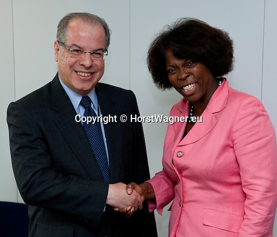 Brussels-Belgium, May 11, 2012 -- Ertharin COUSIN (ri), Executive Director of the United Nations World Food Programme (WFP - PAM), meets with Ricardo NEIVA TAVARES (le), Brazilian Ambassador to the EU -- Photo: © HorstWagner.eu