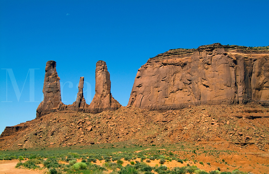 Monument Valley, Utah Mittens and desert, USA, National Park