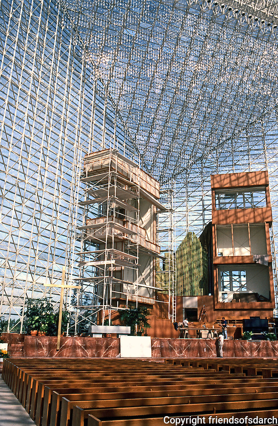 Philip Johnson: Crystal Cathedral. Altar, Choir.  Photo '80.