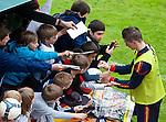01.06.2010, Aktivpark Montafon, Schruns, AUT, FIFA Worldcup Vorbereitung, Training Spanien, im Bild Fernando Torres ( ESP, aktueller Club: FC Liverpool ) gibt Fans Autogramme. EXPA Pictures © 2010, PhotoCredit: EXPA/ J. Groder