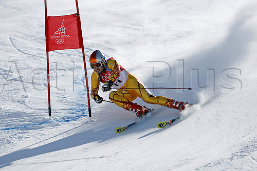 20 February 2006: Canadian Skier Francois Bourque (CAN) rounds a gate during his first run in the Men's Giant Slalom at the Sestriere sub-area Colle during the 2006 Turin Winter Olympics. Photo: Neil Tingle/actionplus..060220 torino male man men ski skiing snow