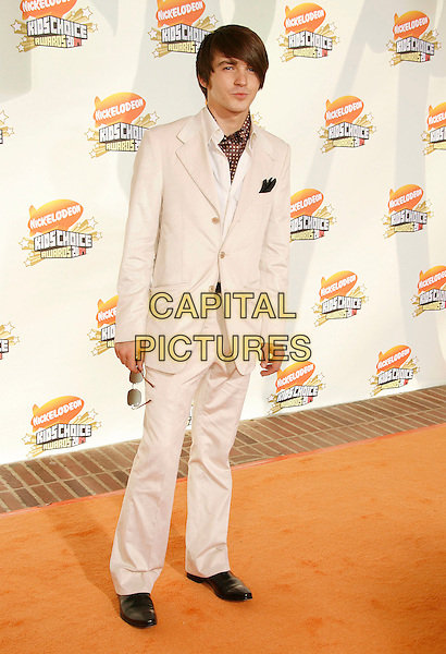 DRAKE BELL.20th Annual Nickelodeon Kids' Choice Awards held at UCLA's Pauley Pavilion, Westwood, California, USA,.31 March 2007..full length white suit.CAP/ADM/RE.©Russ Elliot/AdMedia/Capital Pictures.