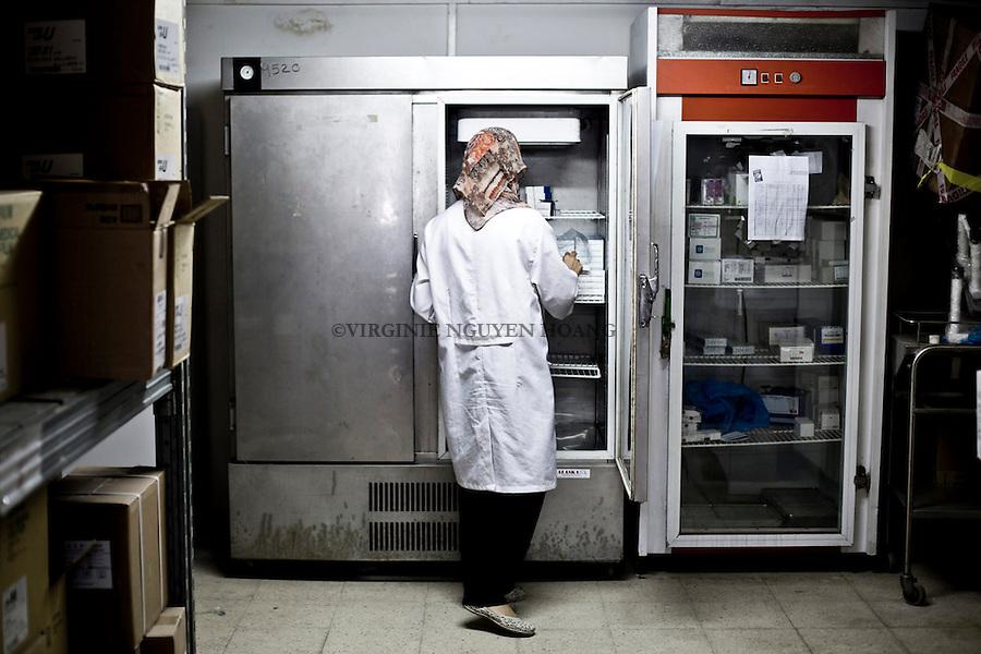 GAZA: fridges of the warehouse hospital. Lack of means, the hospital could not pay two refrigerators specifically designed for the storage of drugs. Other fridges are fridges for kitchens received by donations.<br /> <br /> GAZA: frigos de l'entrep&ocirc;t de l'h&ocirc;pital. Faute de moyen, l'h&ocirc;pital n'a pu payer que deux frigos sp&eacute;cifiquement con&ccedil;u pour la conservation des m&eacute;dicaments. Les autres frigos sont des frigos de cuisines re&ccedil;u par donations.