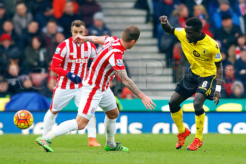27.02.2016. Britannia Stadium, Stoke, England. Barclays Premier League. Stoke City versus Aston Villa. Glenn Whelan of Stoke City battles for the ball with Idrissa Gueye of Aston Villa