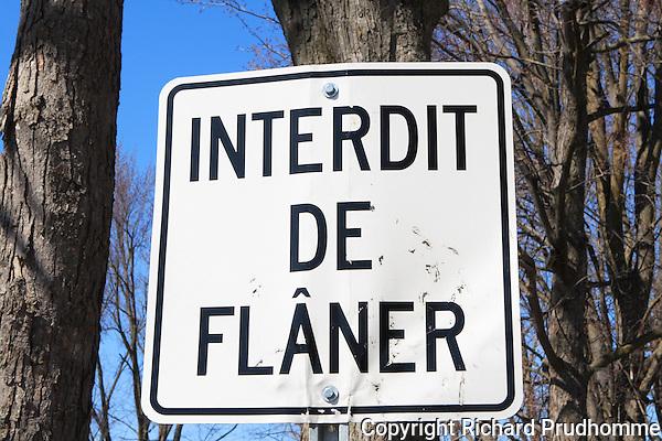 Interdit de flaner sign