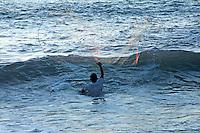 Puerto Escondido, Oaxaca. 01/11/2015.- En el marco de la temporada de fiestas en Puerto Escondido, Oaxaca, visitantes  nacionales y extranjeros pudieron disfrutar de la playa Zicatela, famosa por sus esplendidos atardeceres y fresca brisa, así mismo, este espacio de la costa es apreciado internacionalmente por quienes practican surf, ya que gracias a sus olas está considerado dentro de los 3 mejores lugares para este deporte a nivel mundial.<br /> <br /> En tanto se puede apreciar a las familias acompañadas por sus mascotas paseando por la orilla de esta playa o nadando cuando no está el mar picado, así mismo debido a sus magníficas puestas de sol, algunos novios arriban a este lugar hacer sus sesiones fotográficas, en tanto, en sus extremos, los pescadores los ocupan para buscar animales marinos para venta y consumo.