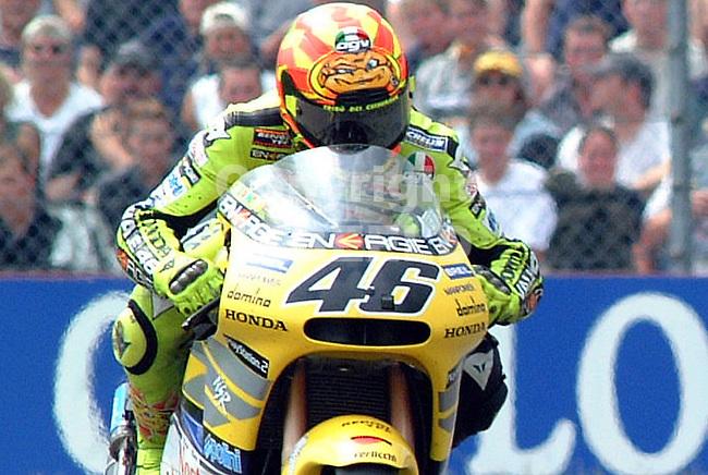 Winnaar van de 500 cc in Assen Valentino Rossi.