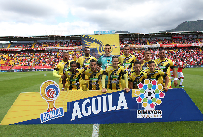 BOGOTÁ - COLOMBIA, 17-11-2019:Formación de Alianza Petrolera  ante el  Independiente Santa Fe durante tercer partido por los cuadrangulares semifinales de la Liga Águila II 2019 entre Independiente Santa Fe  y Alianza Petrolera  jugado en el estadio Nemesio Camacho El Campin  de la ciudad de Bogotá. / Team of Alianza Petrolera  agaisnt of Independiente Santa Fe during third match for the quadrangular semifinals as part of Aguila League II 2019 between Independiente Santa Fe and Alianza Petrolera  played at Nemesio Camacho El Campin stadium in in Bogota  city. Photo: VizzorImage / Felipe Caicedo / Satff