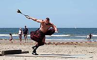 Nederland - Zandvoort - 8 juli 2018.    Het British Festival. NK Highland Games op het strand. Weight for distance.   Foto mag niet in negatieve context gepubliceerd worden.     Foto Berlinda van Dam Hollandse Hoogte