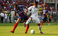 SANTA MARTA- COLOMBIA, 24-02-2019: Acción de juego entre los equipos Unión Magdalena y El Atlético Nacional  durante partido por fecha 6 de la Liga Águila I 2019 jugado en el estadio Sierra Nevada de la ciudad de Santa Marta. / Action game between Union Magdalena and Atletico Nacional teams during match for the date 6 as part of the  Aguila League  I 2019 played at the Sierra Nevada Stadium in Santa Marta  city. Photo: VizzorImage /Gustavo Pacheco / Contribuidor