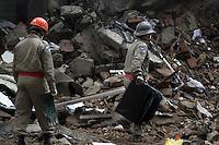 RIO DE JANEIRO,27 DE JANEIRO DE 2011- Foi enconrado o 7&ordm; corpo de v&iacute;tima do desabamento .<br /> foto:  Guto Maia/ News Free
