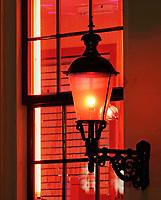 Nederland Amsterdam 2018.  Red Light District. Oudezijds Achterburgwal. De Wallen. Foto Berlinda van Dam / Hollandse Hoogte