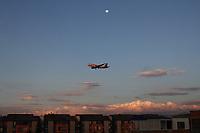 BOGOTÁ - COLOMBIA , Aviones aterrizando. Aviones.Photo: VizzorImage / Felipe Caicedo / Staff.