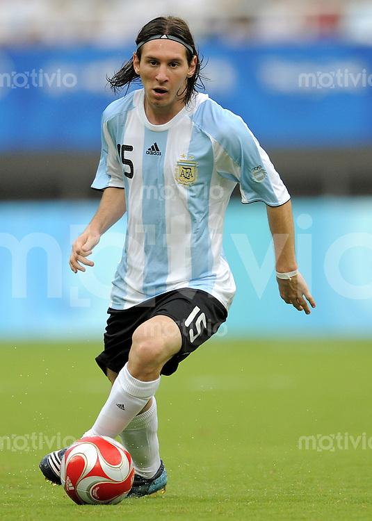Olympia 2008  Peking  Fussball  Maenner   Vorrunde  10.08.2008 Argentinen - Australien   Lionel Messi (ARG) am Ball.
