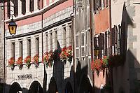 Europe/France/Rhône-Alpes/74/Haute-Savoie/Annecy: Les maisons à arcades de la rue Sainte-Claire et l'Hôtel de Bagnoréa
