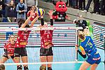 20.12.2017, Margon-Arena, Dresden, GER, DVV-Pokal Damen Halbfinale, Dresdner SC vs. SSC Palmberg Schwerin, im Bild<br /> <br /> <br /> Louisa Lippmann (#3, SSC Palmberg Schwerin), Ivana Mrdak (#15, Dresdner SC), Marrit Jasper (#8, Dresdner SC), <br /> <br /> Foto &copy; nordphoto / Dostmann