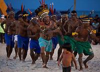 IV Jogos Tradicionais  Indígenas do Pará.<br /> <br /> Wai Wai<br /> <br /> Quinza etnias participam dos  IV Jogos Indígenas, iniciados neste na íntima sexta feira. Aikewara (de São Domingos do Capim), Araweté (de Altamira), Assurini do Tocantins (de Tucuruí), Assurini do Xingu (de Altamira), Gavião Kiykatejê (de Bom Jesus do Tocantins), Gavião Parkatejê (de Bom Jesus do Tocantins), Guarani (de Jacundá), Kayapó (de Tucumã), Munduruku (de Jacareacanga), Parakanã (de Altamira), Tembé (de Paragominas), Xikrin (de Ourilândia do Norte), Wai Wai (de Oriximiná). Participam ainda as etnias convidadas - Pataxó (da Bahia) e Xerente (do Tocantins).<br /> Mais de 3 mil pessoas lotaram as arquibancadas da arena de competição.<br /> Praia de Marudá, Marapanim, Pará, Brasil.<br /> Foto Paulo Santos<br /> 76/09/2014