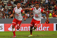 GUADALAJARA -  MEXICO - 17-02-2015: Luis Arias (Izq.) jugador del Independiente Santa Fe de Colombia, celebra el gol anotado a Atlas FC de Mejico, durante partido entre Atlas FC de Mejico e Independiente Santa Fe de Colombia de la segunda fase, grupo 1, fecha 1 de la Copa Bridgestone Libertadores en el estadio Jalisco, de la ciudad de Guadalajara. / Luis Arias (L) player of Independiente Santa Fe of Colombia celebrates a scored goal to Atlas FC of Mexico, during a match between Atlas FC of Mejico and Independiente Santa Fe of Colombia for the second phase, group 1, date 1 of the Copa Bridgestone Libertadores in the Jalisco stadium in Guadalajara city. Photos: VizzorImage / Jorge Barajas JamMedia / Cont.