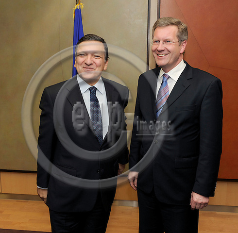 Brussels-Belgium - 27 January 2009 -- Jose (José) Manuel BARROSO (le), President of the European Commission,  receives Christian WULFF (ri), Minister-President of Lower Saxony (Germany) -- Photo: Horst Wagner / eup-images