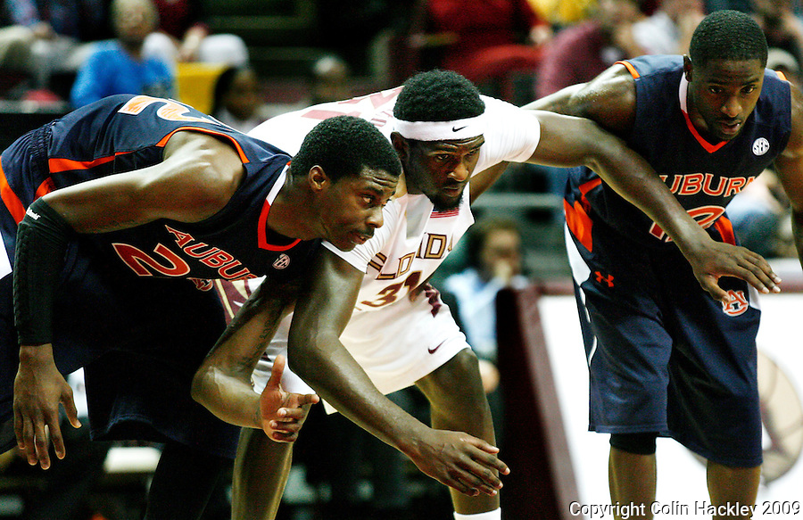 TALLAHASSEE, FL 12/11/09-FSU-AU BB09 CH09-Auburn's Kenny Gabriel, left, and DeWayne Reed crowd Florida State's Chris Singleton as they position for a freethrow rebound during first half action Thursday at the Donald L. Tucker Center in Tallahassee...COLIN HACKLEY PHOTO