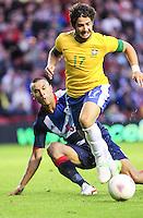MIDDLESBROUGH, INGLATERRA, 20 JULHO 2012 - AMISTOSO INTERNACIONAL - BRASIL X GRA-BRETANHA - O jogador Alexandre Pato (e), da Seleção Brasileira, durante amistoso contra a Grã-Bretanha, no estádio Riverside, em Middlesbrough, na Inglaterra, no último jogo antes do início da Olimpíada. (FOTO: GUILHERME ALMEIDA / BRAZIL PHOTO PRESS). (e), da Seleção Brasileira, durante amistoso contra a Grã-Bretanha, no estádio Riverside, em Middlesbrough, na Inglaterra, no último jogo antes do início da Olimpíada. (FOTO: GUILHERME ALMEIDA / BRAZIL PHOTO PRESS).
