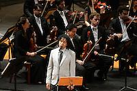 RIO DE JANEIRO, RJ, 16 AGOSTO 2012 -  ANIVERSARIO DA JB FM- O cantor Djavan  participa com a Orquestra Sinfonica Brasileira do aniversario da Radio JBFM no Theatro Municipal, na Cinelandia, centro do Rio de Janeiro.(FOTO:MARCELO FONSECA / BRAZIL PHOTO PRESS).