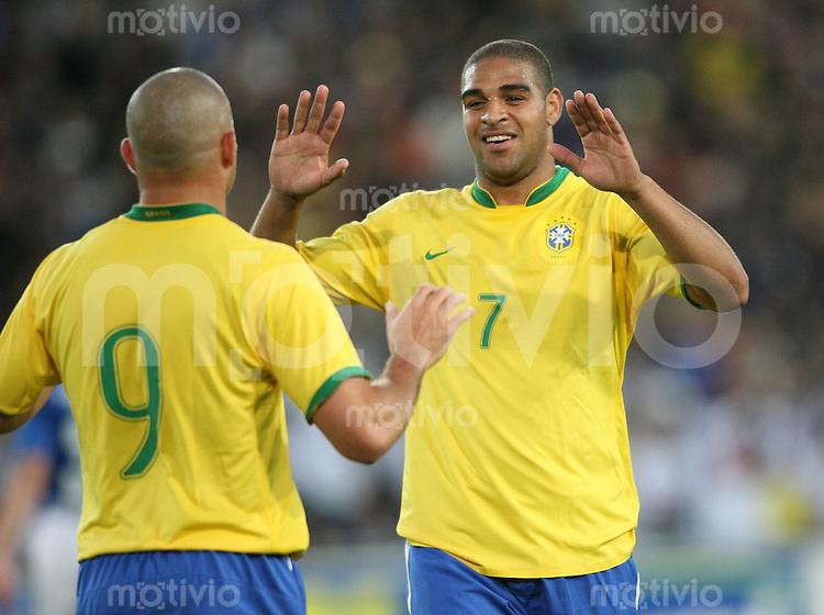 Fussball  International WM2006  Testspiel Brasilien - Auswahl FC Luzern Adriano (re) und Ronaldo bejubeln ein Tor