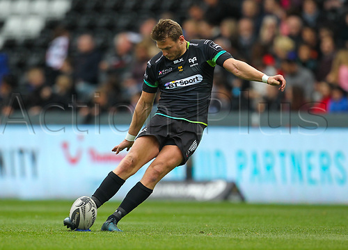 29th April 2017, Liberty Stadium, Swansea, Wales; Pro12 Rugby, Ospreys versus Ulster; Ospreys Dan Biggar kicks a penalty to make the score 10-3